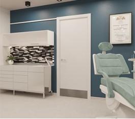 Двери в кабинеты врачей