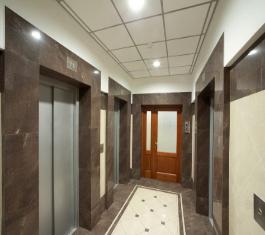 Двери в лифтовой холл